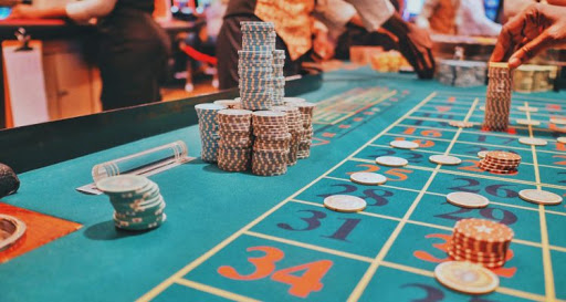 The Online Slots: Offline And Online Gaming